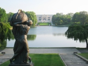 Cleveland_Museum_of_Art_-_lagoon_with_statue
